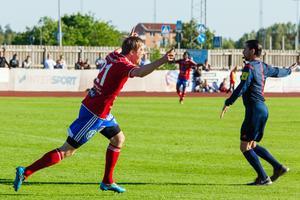 Andreas Lindström jublar efter 1-0-målet.