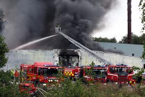 Brandmän från tre stationer kämpade igår eftermiddag med att få branden i Global Pacs lokaler under kontroll.
