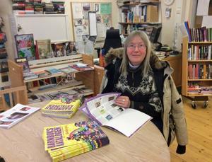 Ingrid Fladvad i biblioteket på Vemdalens skola hade inga problem med kylan. Nejdå, jag är van att det kan vara lite kallt och jag tog på mig tjocktröjan och stora jackan.