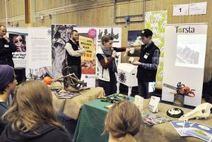 Mona Thorsson, LRF fanns vid de Gröna näringarnas monter och demonstrerade hur man via en app på sin smartphone kan scanna av livsmedelsprodukter när man handlar för att ta reda på var de kommer i från.