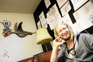 MÅNGSYSSLARE. Tommie Gyllin i sin tatueringsstudio i Kumla.