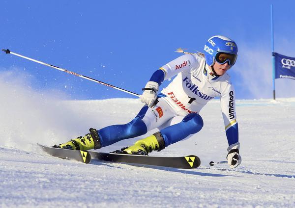 FIS-tävlingar Funäsdalen, Lisa Örnblad, ledde hade ledningen efter första men åkte lite försiktigt och slutad två under måndagen