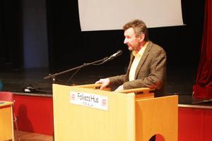 Politiska vilden Olle Larsson från Härjedalspartiet kritiserade kommunens nya skyltprogram under onsdagens fullmäktige på Folkets Hus i Sveg.