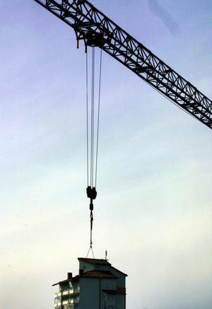 Fler byggkranar behövs. SSU kräver att bostadsbyggandet ökar.foto: vlt:s arkiv