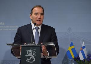 Statsminister Stefan Löfven på besök i Helsingfors. Det är ingen djärv gissning att Löfven kommer att nämna Finland i sitt inledningstal.