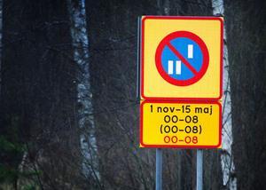 Den här skylten ska du komma ihåg. Den sitter vid Bollnäs infarter och informerar om att det råder datumparkering i tätorten.