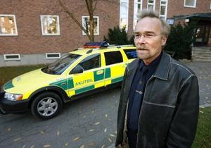 Såväl förre ambulanschefen Peter Bergh som hans överordnade förnekar att han fick sparken efter det att den pågående revisonen hittat många svårförklarade brister, bland annat vidlyftig representation.