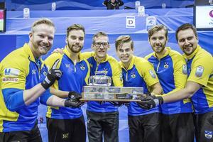 Sverige europamästare i curling, från vänster Niklas Edin, Oskar Eriksson, Kristian Lindström, Christoffer Sundgren, Henrike Leek (reserv) och Fredrik Lindberg (coach)