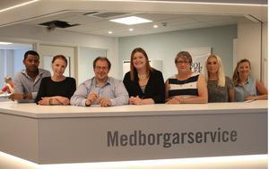 Kidane Ogbamichael, Hanna Påve, Patrik Sjöqvist, Angelica Nordin, Ann-Kristin Stenslökken, Helen Söderqvist och Åsa Olsson på nya medborgarservice i kommunhuset.