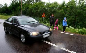 Redan 2009 besökte tidningen Åsmansbo och då berättade bybor om hur många kör för fort genom byn.