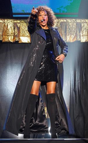 2010 gjorde Whitney Houston en comebackturné. Europadelen började med inställda spelningar i Paris.