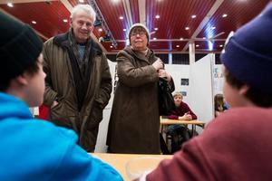 Ragnar Enqvist och Ulla Enqvist kollade in sitt barnbarn Ludvig Enqvists monter.