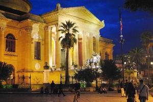 Teatro Massimo i Palermo är det största operahuset i Italien och det tredje största i Europa.