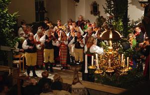 Spelmännen ramar in julottan i Rättviks kyrka. Arkivbild.