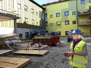 Med fler äldre krävs investeringar, inte minst i nya äldreboendet Äppelparken där Annelie Todor är enhetschef. Hallstahammar växer till antalet invånare vilket ger mer ökade kostnader, bland annat för förskola och skola. Därför ökar kommunens upplåning. Den ligger nu på 390 miljoner och väntas öka.
