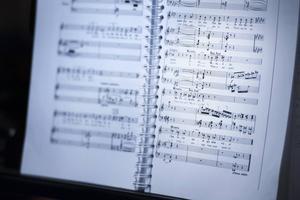 Partituret. Operan sjungs på originalspråket franska, men med textmaskin.