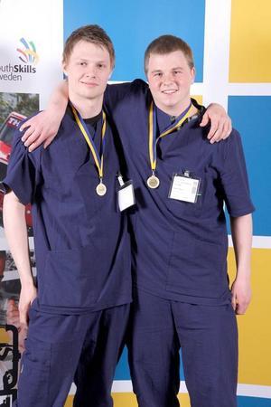 Mattias Nilsson från Föllinge och Mikael Eriksson från Östersund tog hem första pris i Yrkes-SM 2010 där de tävlade i grenen omvårdnad.