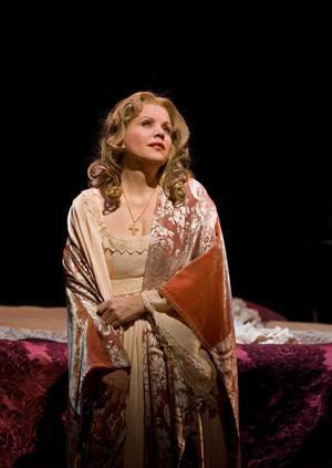 Renée Fleming som Desdemona i tragiska operan Otello.