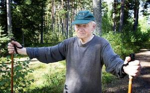 Det är mörka nätter nu och de har kunnat arbeta ostört, säger Folke Jakobsson. Han liksom de flesta som tidningen träffar är övertygade om att branden var anlagd. Foto: Peter Ohlsson