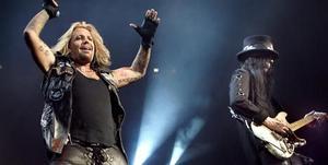 Vince Neil och Mick Mars på scen. Detta när Mötley Crüe spelade på Globen i Stockholm häromåret.