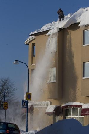 Föll inte med snön. Trots två snörika och kylslagna vinterperioder lyckas det kommunalägda bostadsföretaget Hallstahem få pengar över. Resultatet för 2010 blev ett plus på 2,4 miljoner kronor.Foto: Jackie Meh/Arkiv