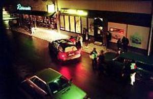 ARKIVBILD Problem med svarttaxi. De största problemen med svarttaxi är utanför restaurang Bilagan vid Hattmakargatan, men den gatan vill tekniska kontoret inte stänga av. Det skulle drabba alltför många hushåll.
