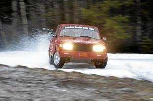 Åktur. Jan Westlund hade en passagerare, Jonas Oskarsson, med sig som fick sitt livs åktur. Det var första gången han åkte rallybil, och den möjligheten fick han i 40-årspresent. Foto: Thomas Eriksson