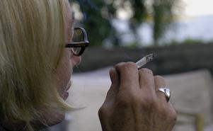 """Ingen ska ofrivilligt behöva utsättas för tobaksrök, speciellt inte barn. """"Rätten"""" att röka på allmänna platser inskränker på omgivningens rätt till god hälsa, skriver Sara Dinwiddie och Erika Solberg."""