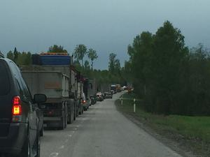 Efter olyckan i rusningstrafiken bildades kilometerlånga köer, enligt ST:s utsände reporter.
