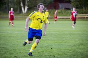 Mattias Larsson fick hoppa in i målet och när det saknades fem spelare och två ytterligare blev skadade så hade Lillhärdal ingenting att sätta emot Ope.