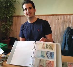 28-årige Daniel Craciun från Täby köper och säljer framför allt online.
