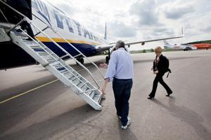 Få flyg. Det finns utrymme för mycket än flygtrafik vid flygplatsen, anser skribenten. På bilden, med ryggen mot kameran, Ryanairs vd Michael O'Leary.           Foto: Tony Persson/arkiv