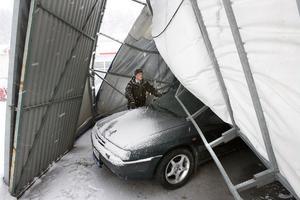 - Frågan är hur man får loss bilarna, säger Stefan Hedström, försäljare vid Anders Hedströms bilfirma.