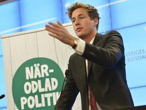 Centerpartiets ekonomisk-politiska talesperson, Emil Källström,  presenterade förslaget om ingångsföretag.