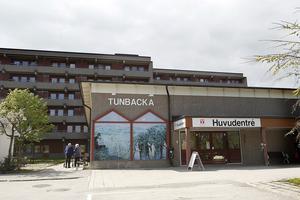 Tunbacka är ett av Hudiksvalls servicehus, där äldre som behöver resurser dygnet om bor.