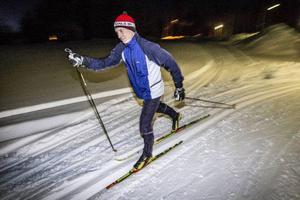 Med 15 Vasalopp i bagaget ger sig Stefan Nilsson ut på den 2,5 kilometer långa elljusslingan i Tulleråsen för att samla poäng för Änge.