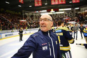 Den 29 mars i år, Mats Waltin skiner som en sol då SSK är klara kvalseriesegrare.