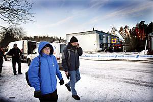 Mona Nielsen och Sune Eriksson blev hemlösa efter branden. De hann inte få med sig något mer än kläderna.