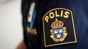 En man från Virsbo fick polisen efter sig efter att han vägrat stanna i en poliskontroll i Fagersta under onsdagsnatten. Biljakten slutade norr om Smedjebacken, där mannen körde i diket efter att även en andra gång försökt undkomma polisen.