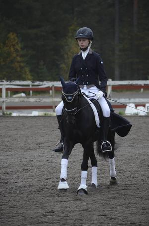 Hemmaekipaget Saga Larsson och Napoleon tog DM-guld i kategori C.