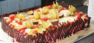 Den 15 april finns över 25 000 skäl att äta tårta.