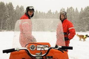 Erik Svedberg från Norrbo och Simon Lindqvist från Delsbo har nyligen startat ett veteranskotersamfund.
