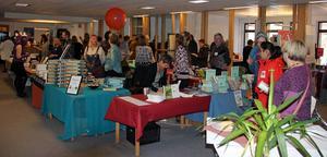 Författare och publik trängdes under den nya bokmässan i Falun.
