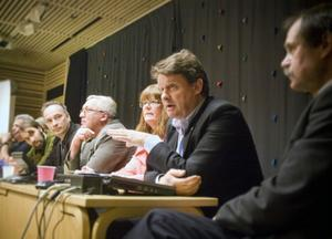 Politikerpanelen bestod av Lars-Gunnar Hultin (V), Sig-Britt Ahl (S), Tomas Q Nilsson (MP), Fredrik Lundvall (C), Ingemar Wiklander (KD), Barbro Ekevärn (SJVP), Anders Gäfvert (M) samt Sven-Åke Vest (FP).