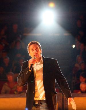 Faxeholmens vd Petri Berg fick vara lite cirkusdirektör för en dag, när han hälsade välkommen.