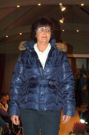 En blank dunjacka i blått värmer säkert gott. Ann-Marie Björk testar.