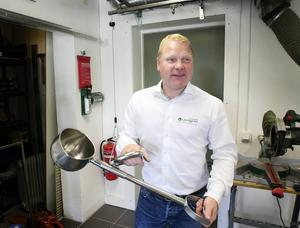 Björn Bok står gärna i verkstaden och provar sig fram till nya produkter, lösningar och förbättringar på befintliga produkter.