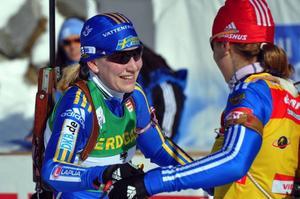 Det var då det. Helena Jonsson och Ekaterina Iourieva gratulerade varandra till andra respektive första plats efter masstarten i Antholz/Anterselva. Frostigare relationer just nu.