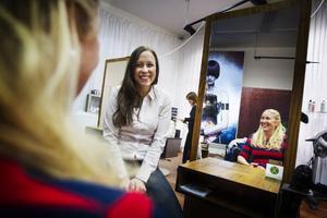 De så kallade luciamammorna Anna Sörensson och Angela Murén håller i trådarna för tävlingen.