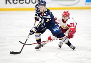 I augusti i fjol visste inte Patrik Cedergren om han skulle spela hockey under vintern. Han började dock säsongen i division 1, först i IFK Ore och sedan i Borlänge, och tog sedan ett jättekliv då han avslutade säsongen med SM-slutspel för klassiska Modo.